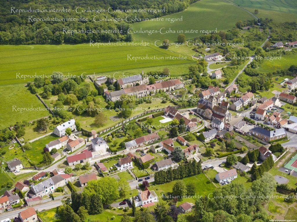 n°26 - Coulonges : Eglise et château de Rognac depuis le village